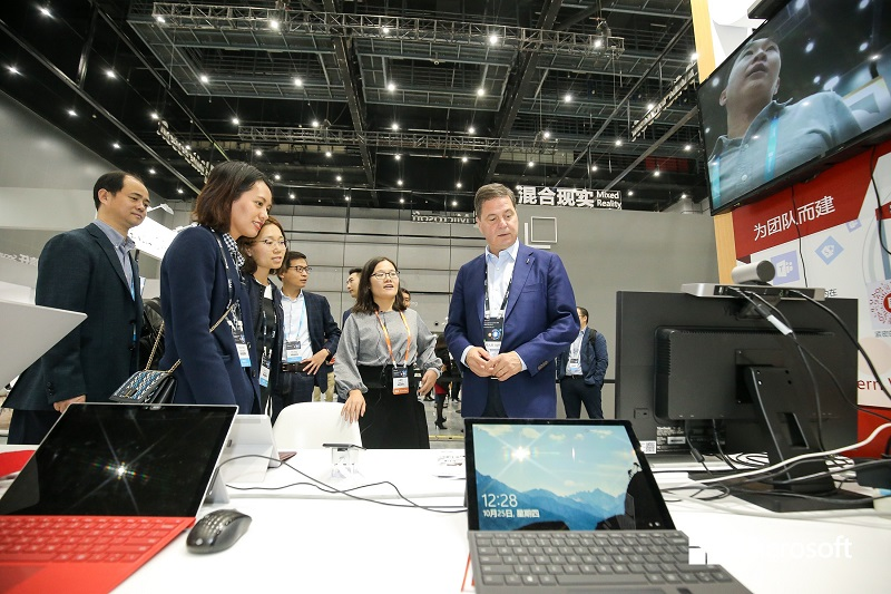 微软中华区 CEO 柯睿杰体验亿联产品